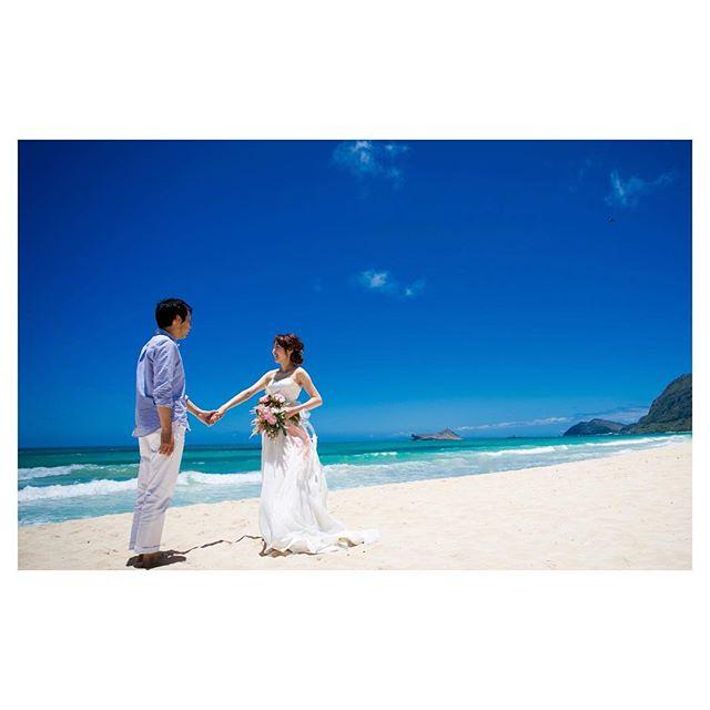 .空と海。ブルーのグラデーションが気持ち良い快晴のワイマナロ🏖.Photo @ayastomikawa Produced by @la.chic.weddings