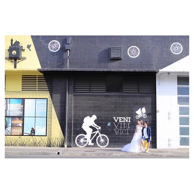 .Kakaako Wall Art あなたはどこで撮る?素敵なアートが溢れてます◡̈⋆*.Photo by @makoozaki Produced by @la.chic.weddings