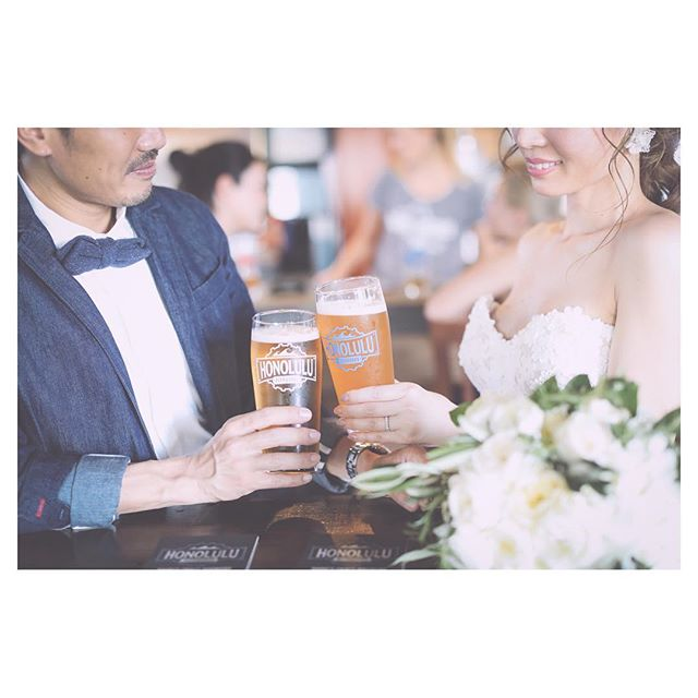 .撮影中にちょっと寄り道...#honolulubeerworksここのビール大好き....Photo by @makoozaki Produced by @la.chic.weddings