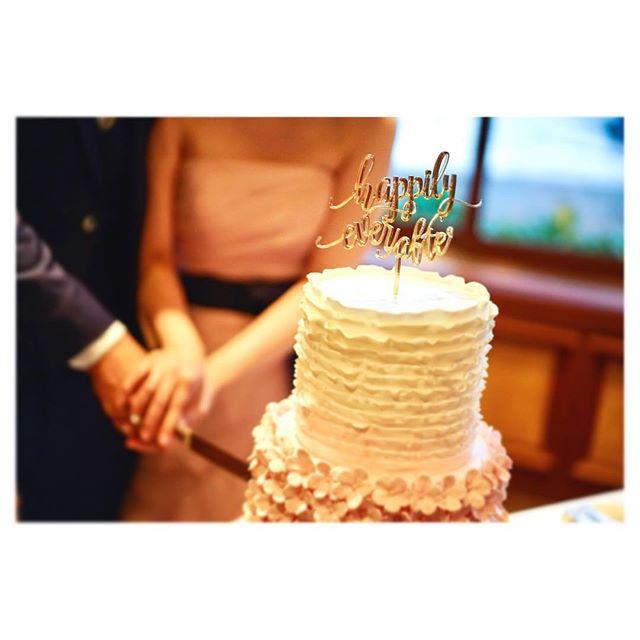 .ケーキトッパーにはふたりのこれからの幸せを願って...Happily ever after...️..ハワイレセプション、プランニングのご相談はmail又は🖥HPより是非お気軽にお問い合わせください◡̈♡