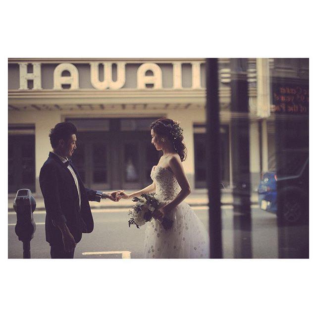 .Nostalgic Hawaii🎞ワイキキから少し足を伸ばせばそこにはオールドハワイの空気が漂います◡̈⋆*.Photo by @makoozaki Produced by @la.chic.weddings