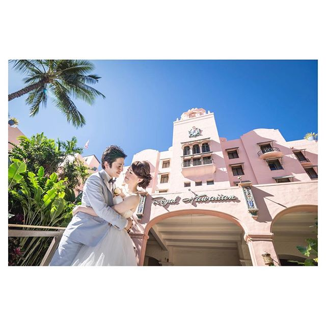 .青空とピンクパレス@royal_hawaiian ..Photo by @iluminiphotoProduced by @la.chic.weddings