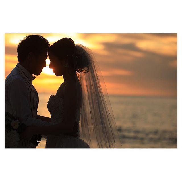.Sunset Time浮かび上がるシルエットがロマンティック...◡̈♡..Photo by @makoozaki Produced by @la.chic.weddings