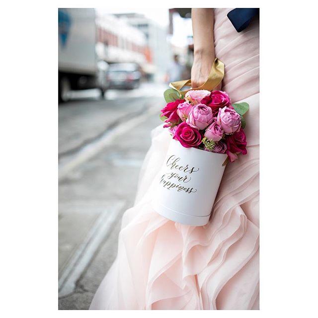 .Cheers your happinessご友人達からの心のこもった祝福のメッセージ️幸せが何百倍も倍増する素敵な贈り物◡̈⋆*..Photo by @ayastomikawa Produced by @la.chic.weddings