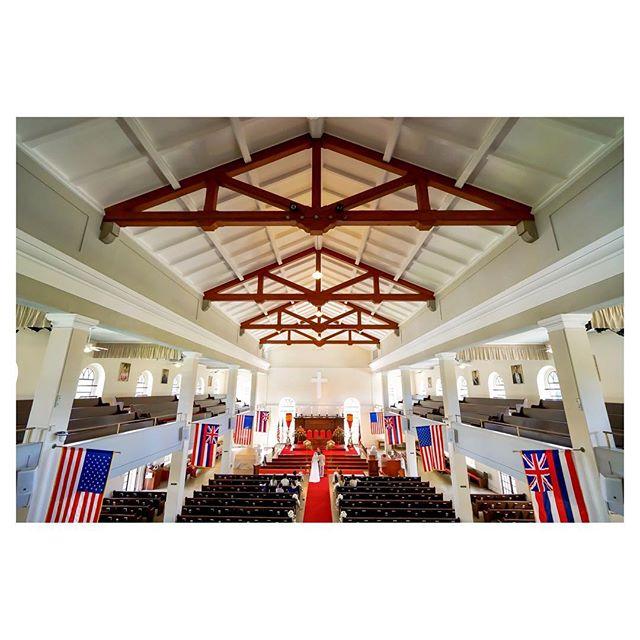 .歴史と共に想い出の地として残る教会での結婚式️ハワイ王朝時代からの歴史を語り継ぐカワイアハオ教会は、伝統を重んじるカップルに特におすすめです◡̈︎..教会、チャペル、ガーデンetc...挙式スタイルのご提案など一からご説明致します。是非お気軽にお問い合わせください。.*DMでのお問合せはご遠慮いただいております。メール又は🖥ホームページよりご相談ください。