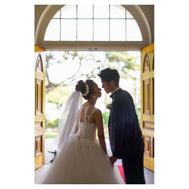.夫婦の誓いをたてたふたりは、何だか今までよりもずっと結びつきが深くなったように感じます...◡̈♡..Photo @mak_ishii @fotogenica_hawaii Produced by @la.chic.weddings