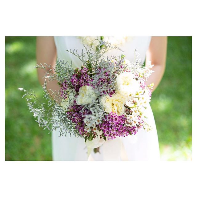 .花言葉通り繊細で可愛い花、ワックスフラワー✿ナチュラルな雰囲気がガーデンウェディングによく映えます◡̈