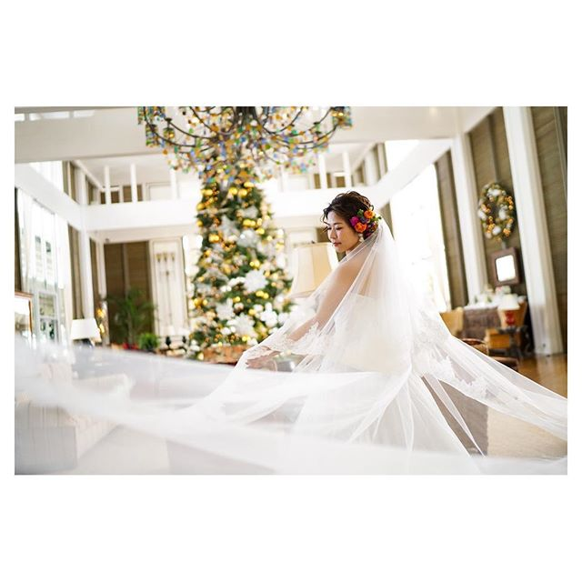 .街中がキラキラ華やぐ素敵な季節がやってくる️️️Christmas is coming@kahala_resort ..Photo @mak_ishii @fotogenica_hawaii Produced by @la.chic.weddings