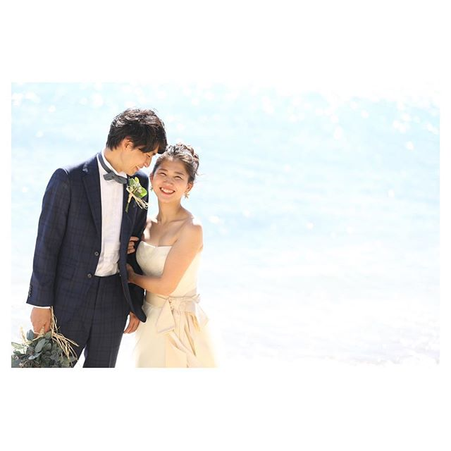.寄り添うふたりが微笑ましい...◡̈♡.. @makoozaki  @bilino_atsuko Produced by @la.chic.weddings