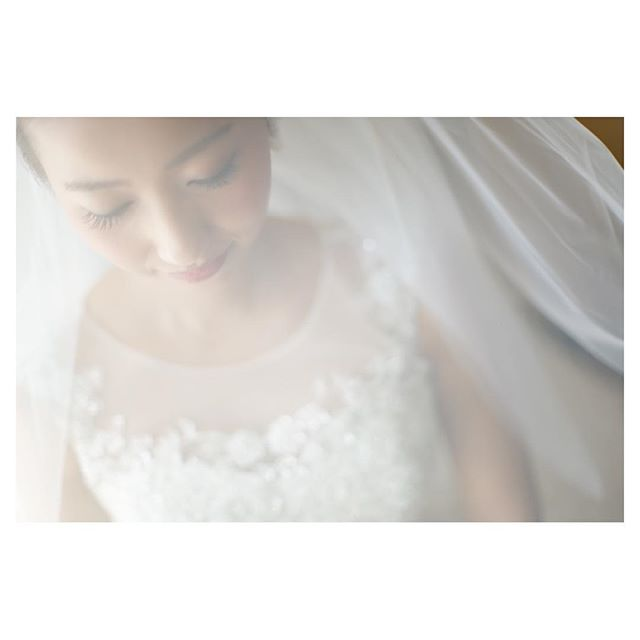 .ベールをまとったBrideは儚くて美しい...♡.. @mak_ishii Produced by @la.chic.weddings