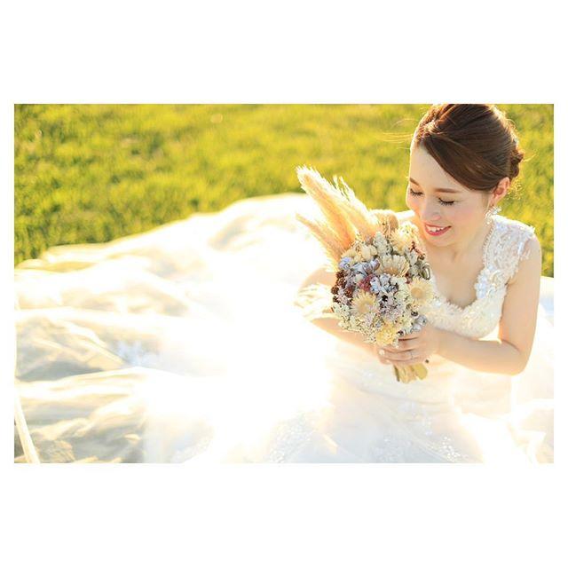 .サンセットの優しい光は、花嫁様をより一層美しく演出してくれます.. @makoozaki Produced by @la.chic.weddings