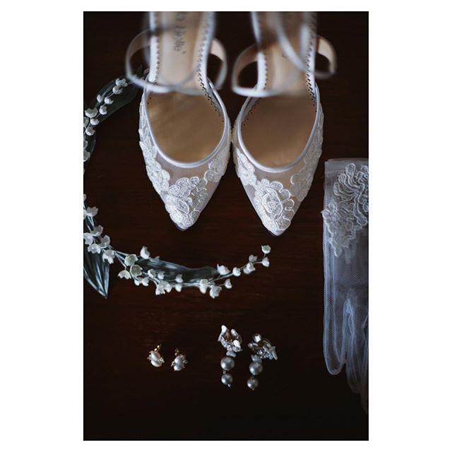 .ドレスを華やかに彩るウェディング小物.. @hideohba Produced by @la.chic.weddings