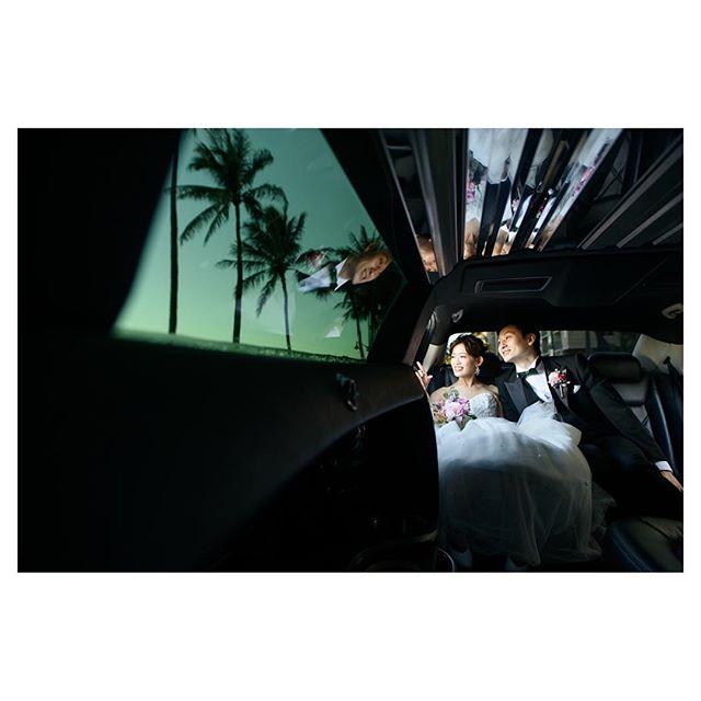 .ハワイの景色を楽しみながらのリムジンドライブ.. @tmj_photo Produced by @la.chic.weddings