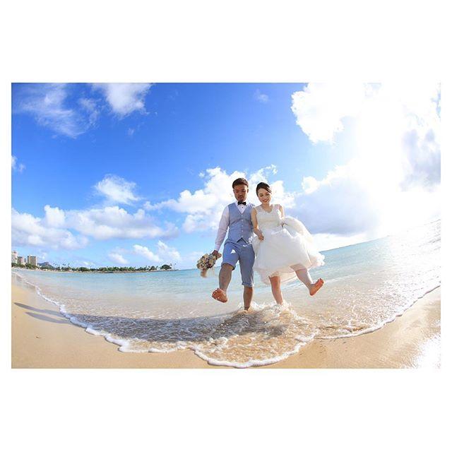 .午後のアラモアナビーチ水遊びする姿がかわいい♡.. @makoozaki Produced by @la.chic.weddings