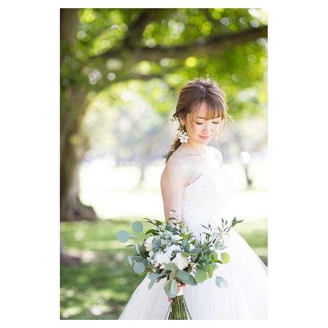 .みどりが美しいビーチパークで...自然と優しい表情になるのはなんでだろう...◡̈♡.. @ayastomikawa  @bilino_naoko Produced by @la.chic.weddings
