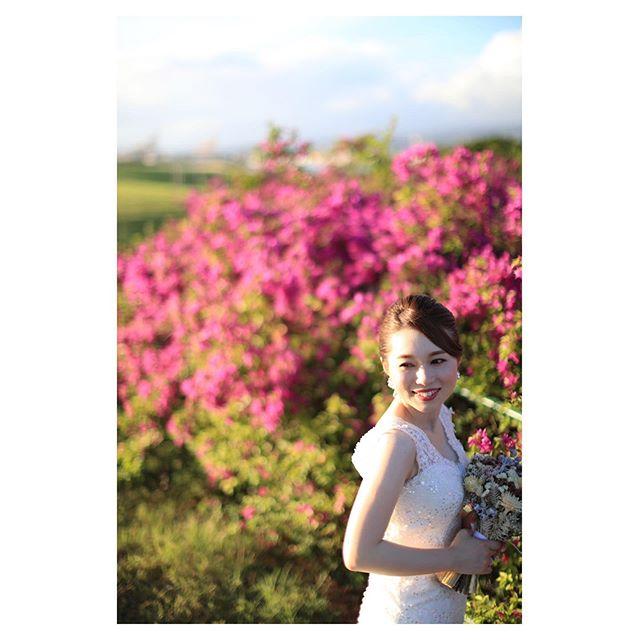 .心踊るブーゲンビリアピンク♡花言葉は「魅力がいっぱい」Brideにぴったりのお花.. @makoozaki Produced by @la.chic.weddings