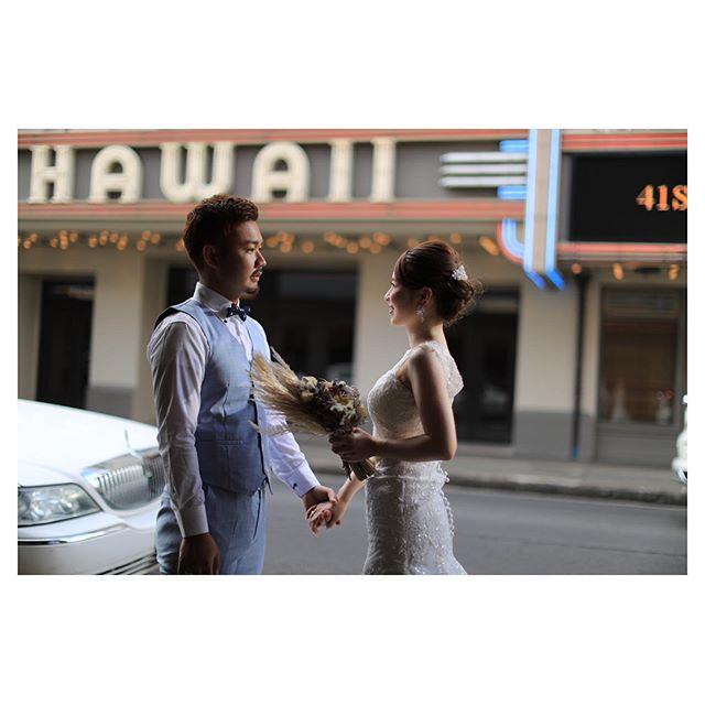 .ライトが灯り出す夕刻のハワイシアターは雰囲気がグッと増してとっても素敵.. @makoozaki Produced by @la.chic.weddings