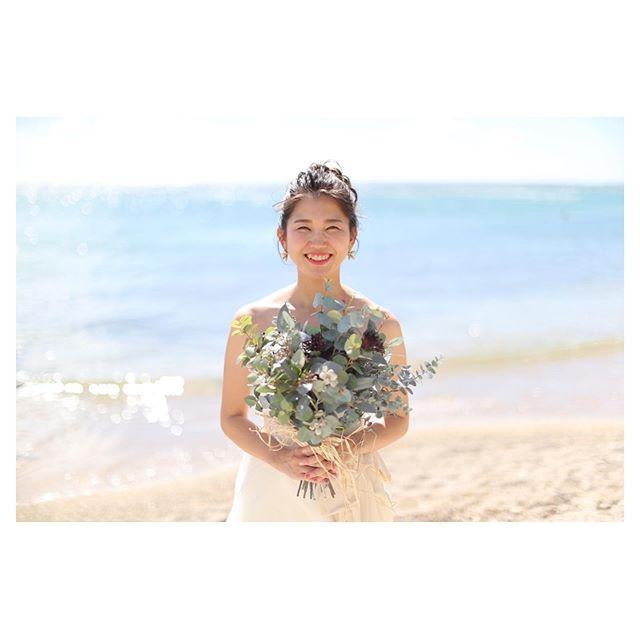 .幸せになってね、と思いが込められたご家族からのハンドメイドブーケナチュラルなBRIDEの雰囲気にぴったり◡̈♡.. @makoozaki @beunitedgraphy  @bilino_atsuko Produced by @la.chic.weddings