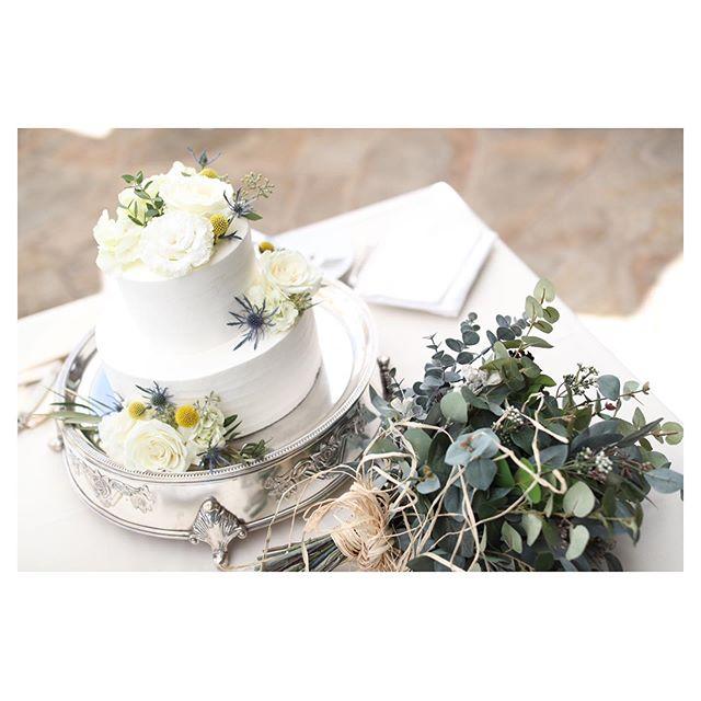 .シンプルだけど華やかに...@flowersfortwo .. @makoozaki @beunitedgraphy Produced by @la.chic.weddings