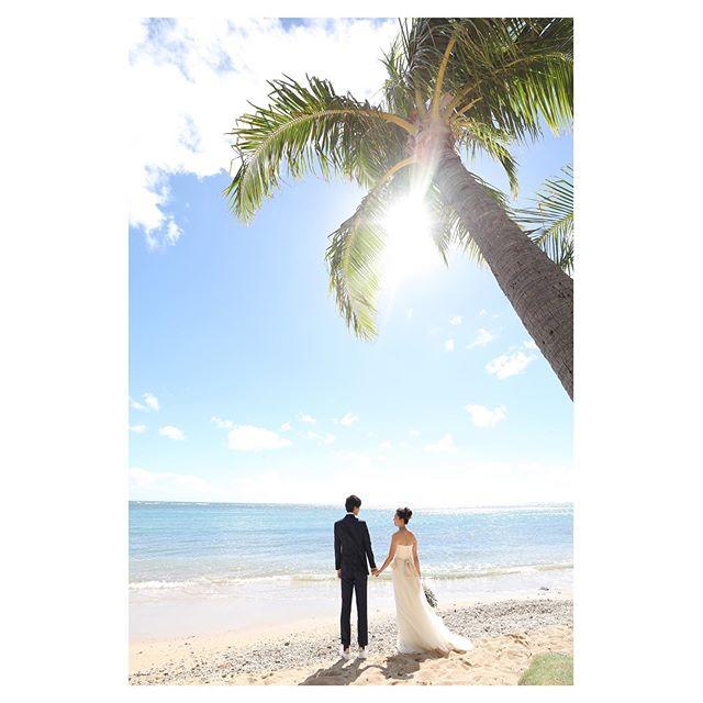.太陽が眩しい🌞海もキラキラ、気持ちの良い午後の時間♡.. @makoozaki Produced by @la.chic.weddings