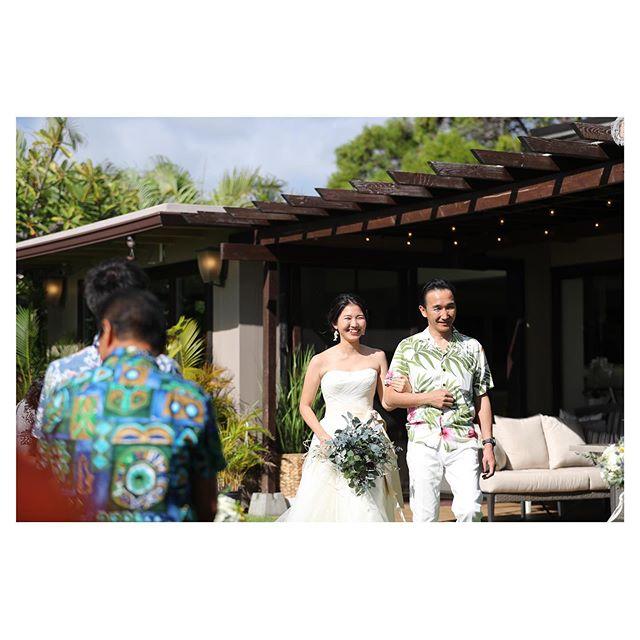 .お父さんと歩く笑顔のバージンロード...◡̈︎.. @makoozaki Produced by @la.chic.weddings