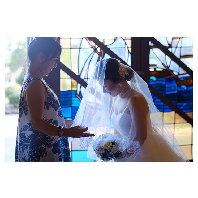.母と娘の大切な瞬間️ Moaoalua Community Church.. @mak_ishii Produced by @la.chic.weddings