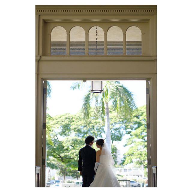 .教会の入り口が素敵な額縁に...️ Central Union Church Atherton.. @mak_ishii Produced by @la.chic.weddings
